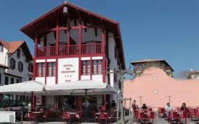 Hôtel du Fronton, Bidart, façade